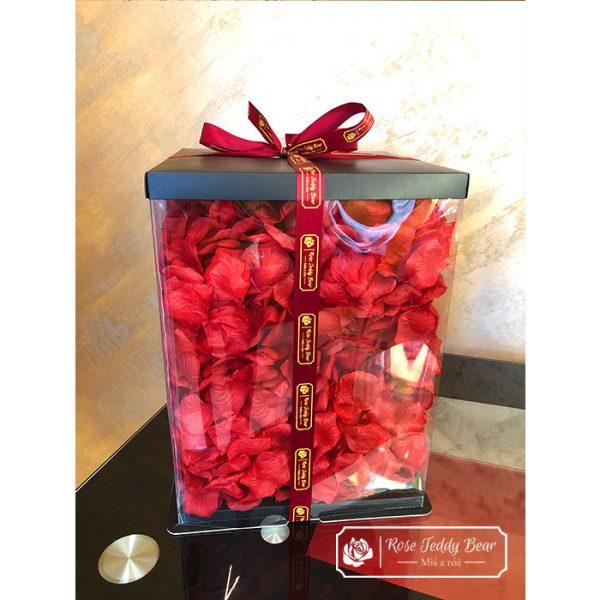 Mis z róż Wypełniony płatkami róż