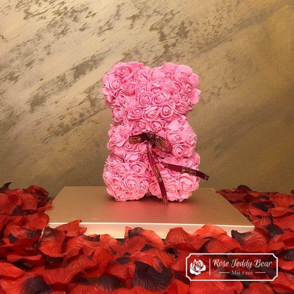 miś z róż różowy z kokardką 25cm