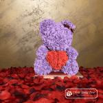 Miś z Różyczek z czerwonym sercem – Fioletowy 40 cm (Pudełko Prezentowe + Płatki Róż)