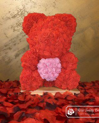 Czerwony Miś z Róż z Różowym Serduszkiem – 40 cm (Box + Płatki Róż)