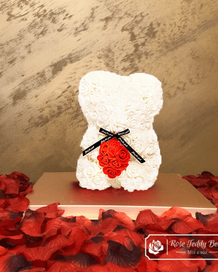 Miś z Różyczek z Serduszkiem – Biały 25 cm (GiftBox + Płatki Róż)