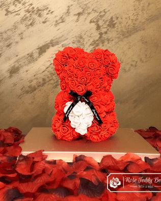 Miś z Różyczek z Serduszkiem – Czerwony 25 cm (GiftBox + Płatki Róż)